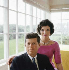 Foto 01-Jacqueline and John F. Kennedy at Hyannis Port 1959