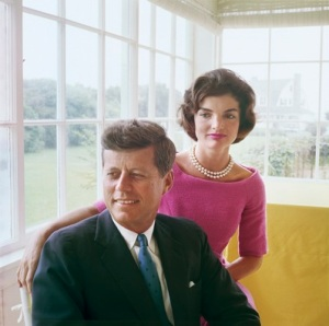 Foto 01a-Jacqueline and John F. Kennedy at Hyannis Port 1959