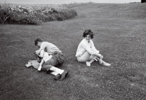 Foto 12-The Kennedy family relaxing in Hyannis Port Maine 01