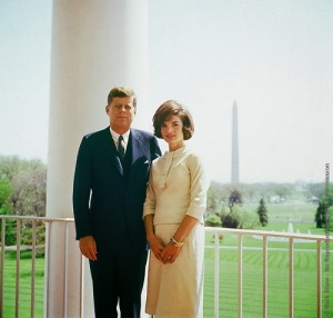 Foto 21-John F. Kennedy and Jacqueline Kennedy in April of 1961