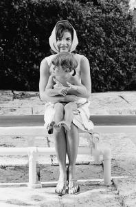 Foto 29b-Jackie and John Jr. Palm Beach, 1963