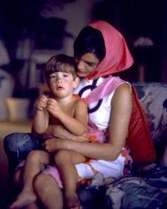 Foto 30-Jackie and John Jr. Palm Beach, 1963-01