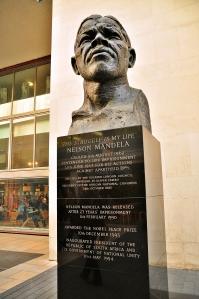 Busto de Nelson_Mandela en Southbank, Londres, por el escultor Ian Walters