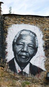 Graffiti de Nelson Mandela graffiti por Thierry Ehrmann, Francia