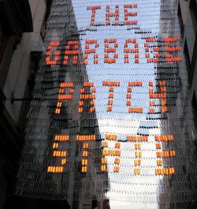 """La artirsta multidisciplinar, Maria Cristina Finucci presenta """"The Garbage Patch State"""", su propuesta para esta edición de ARCO podrá verse en el nº 8 de la calle Flor Alta y en el Gabinete de Exposiciones del IED del Palacio de Altamira"""