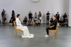 """Performance """"The Art is Present"""" de Marina Abramovich en el MOMA de Nueva York"""