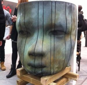"""No se puede hacer más que felicitar a Quatre, Sala d' Art por la fabulosa elección de las obras que expusieron. Bajo la opinión de Inéditad, un diez. La obra """"Gran Cara"""" hecha en bronce por el artista Jesús Curià daba la bienvenida al resto."""