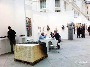 La Galería 3 Punts fueron literalmente los primeros de la fila en la 10ª edición de Art Madrid. Su stand, justo en la entrada a de la feria, fue el mejor de los aperitivos de lo que se podría saborear después.