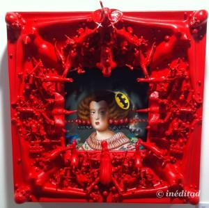 """Mario Soria """"Menina Roja"""" 2015. Óleo y acrílico sobre madera con juguetes de los chinos y fibra de vidrio."""